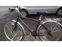 ROAD BIKE UNISEX HYBRID has 19 IN ALUMINIUM FRAME /f/back mud gards /rear bag carrier