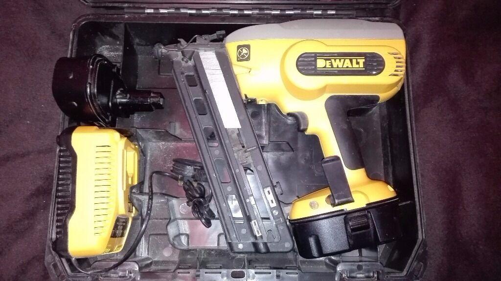 Dewalt Dc618 Nail Gun 18 Volt In Exellent Condition In