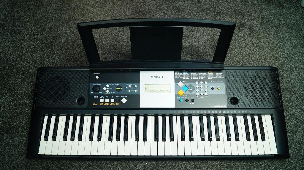 Piano keyboard yamaha psr e223 great condition inc for Yamaha psr stand