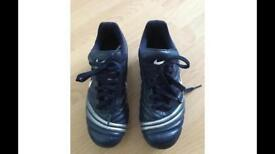 Boys nike football boots size 4