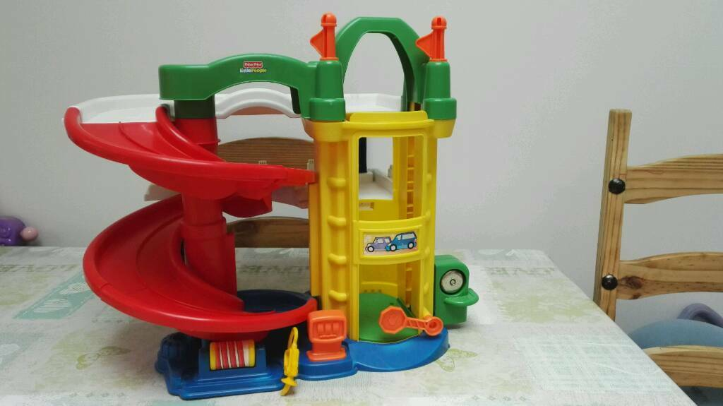 b7c47cdce355 Fisher Price Little People Racin  Ramps Garage