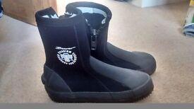 Beaver neoprene boots UK size 4