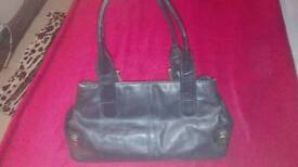 Mia leather handbag