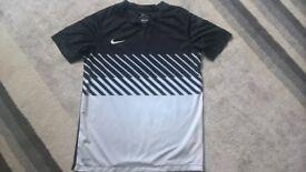 Boys Nike football top