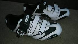 Serfas Podium Road ShoesThe road bike shoe size (EU)43 can deliver or post!