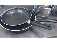 Complete set pots & pans: 4 saucepans, 2 soup pots, 2 frying pans and 2 tier steamer