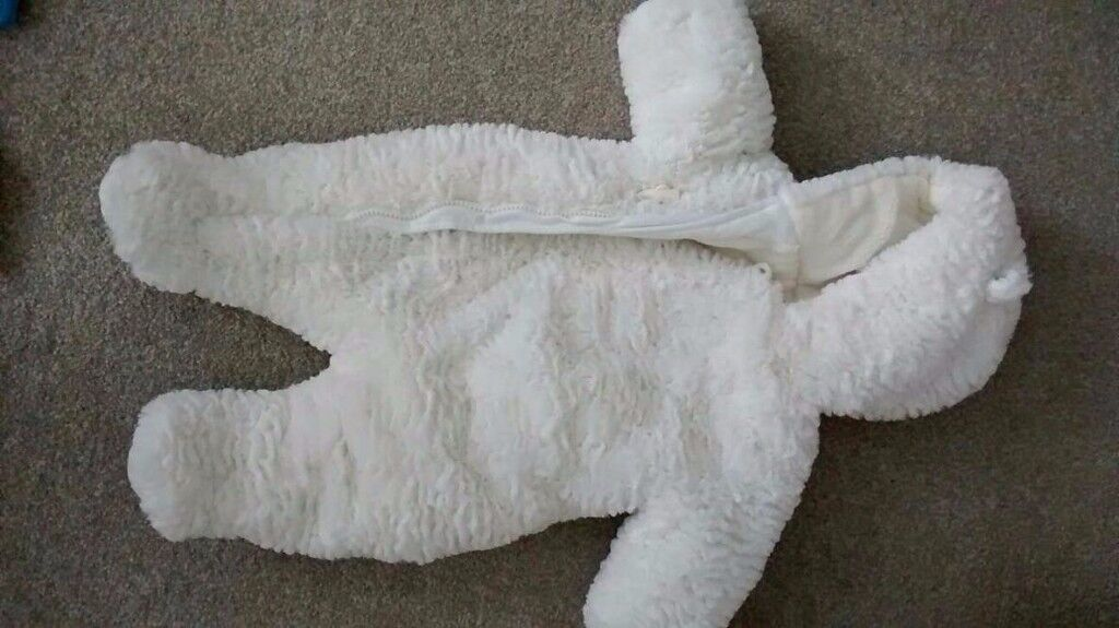 0-3 months, up to 14.5 lbs/6.5 kg , white,snow suit. Worn only once! £15, from mothercare .