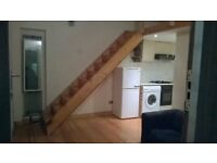 Amazing Apartment suitable for 3 persons. £120 EACH PERSON pw. 1 min walk from Clapham Common Tube