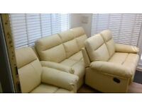 ALMOST BRAND NEW CREAM LEATHER RECLINER SOFAS / CHAIR SUITE/ 3+2+1