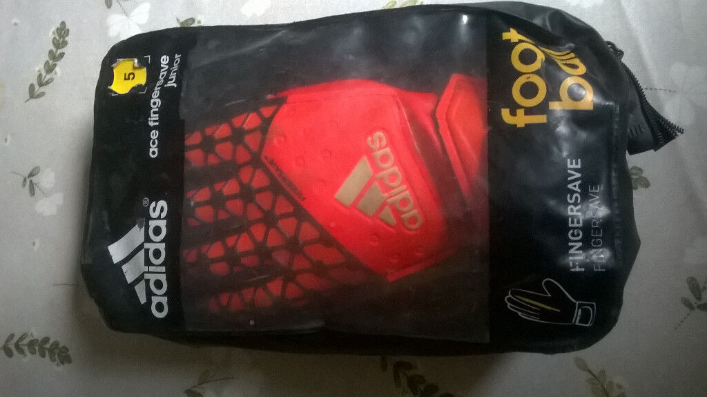 Goalkeeper Gloves size 5 (suitable 8-10 yrs) with Finger Save Technology  rrp £27 be7a231519fb