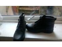 new work boots size12 anti slip souls £10.00