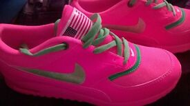 nike style adult trainers new size 7.5
