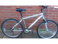 Unisex Giant GSR bike 17 inch aluminium frame, everything in working order and ready to ride
