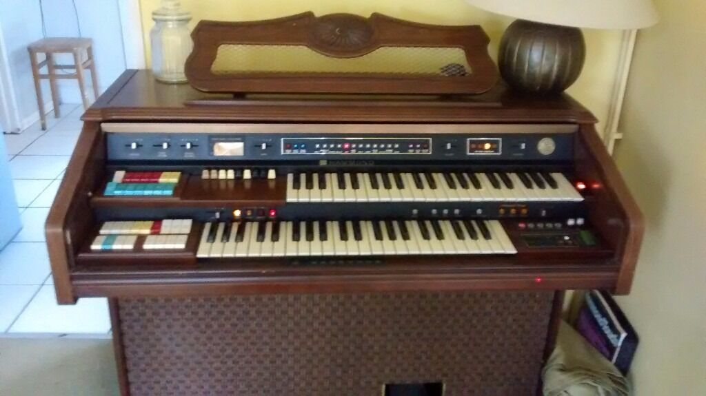 Hammond Organ excellent condition