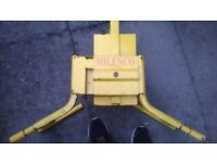 wheel clamp car / caravan /trailer