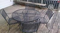 Free outdoor table and chairs