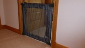 Child Safety Gate - Lindam Portable Flexiguard, used a couple of times, great for home or travel