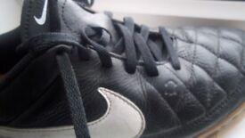 Nike (genuine) Tiempo Genio leather football trainers size 5