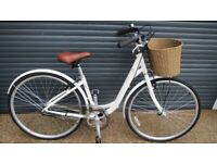 LADIES RALEIGH CAPRICE LIGHTWEIGHT ALUMINIUM DUTCH STYLE STEPTHROUGH TOWN BIKE. IMACULATE CONDITION.