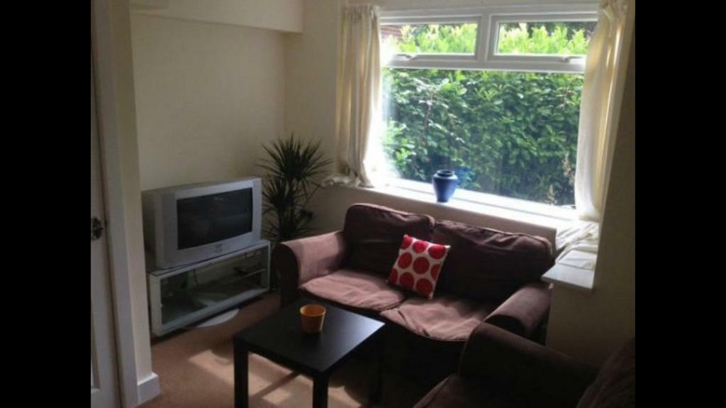 Double room to let -HEADINGLEY