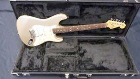 Fender Roadhouse Stratocaster Shoreline Gold inc Fender Case