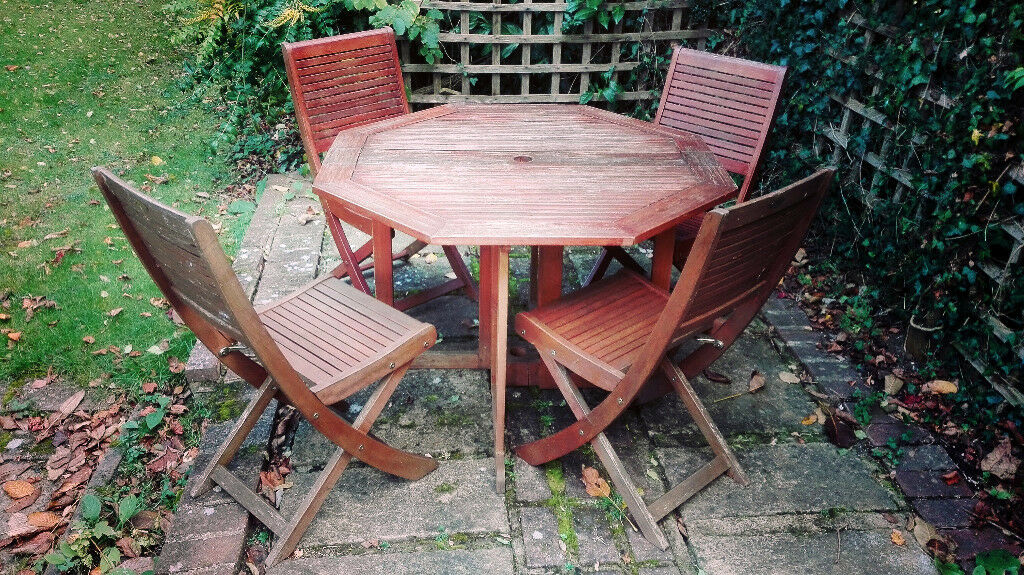 Wooden foldable outside table + 4 Chairs