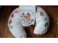 Feeding pillow multi-use Widgey (John Lewis)