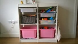 2 white storage shelves with 5 boxes: 3 white and 2 in pink colour