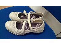 Skechers size 5 - can fit 6 used ONCE like NEW