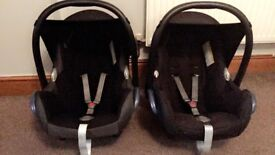 Two maxi cosi car seats which fit base! Newborn