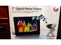 "NEW BOXED 7"" LED DIGITAL PHOTO FRAME."