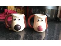 2 gromit mugs and nose changes colour when got hot drink in.