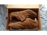 lonsdale trainers brown size 8 NEW and BOXED