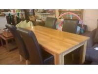 SOLID OAK TABLE AND LEATHER CHAIRS