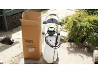 Portable water containers with sprayer