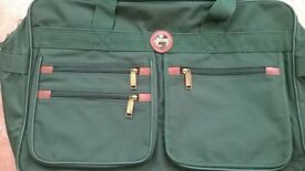 """A Brand New """"Metropolis"""" Green Travel Set As Pictured."""