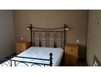 ROOM FOR A COUPLE, CLOSE TO ALL AMENITIES,GOOD BUS ROUTE TO CITY AND AIRPORT.NO DEPOSIT MOVE IN