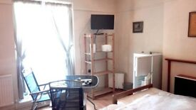 Lovely newly decorated clean & fully furnished large double room in CLAPHAM, BRIXTON, STREATHAM HILL