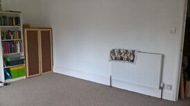 Room to let in Redland Flat close to Gloucester Road, £400 a month.