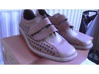 Ladies reiker tan shoes new size 5