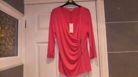 BRAND NEW WITH TAGS CERISE TOP FROM PAPAYA WITH SIDE ZIP, SIZE 14