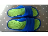 Pool/beach shoes size 1-2 (33/34).