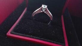 Gorgeous New Diamond 18 ct white gold engagement ring