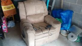 2 FULLY WORKING ELECTRIC RECLINING ARMCHAIRS