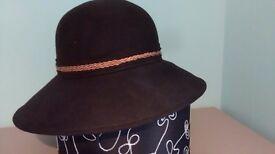 Women Italian new designer hat with brim brown S-m wool £7