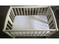 Lovely wooden rocking crib in excellent condition