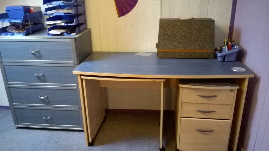 Chest Of 4 Drawers Matching Desk Finished In Blue Wood Effect