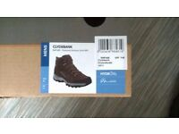 brand new walking boots Regatta Clydebanks size 11 still boxed,
