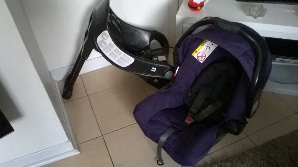 LOVELY CLEAN GRACO CAR SEAT WITH BASE SUITABLE NEWBORN