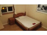 Double room - 400 pcm to rent - all bills included - great links - near shopping centre